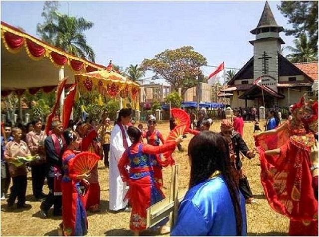 Kampung Kristen di Kota Santri