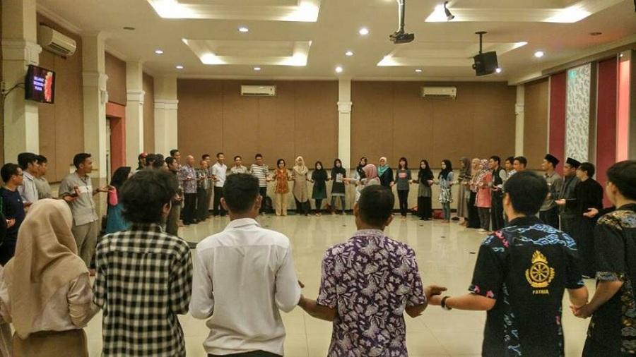 Pelita Perdamaian Cirebon Cermin Semangat Pemuda