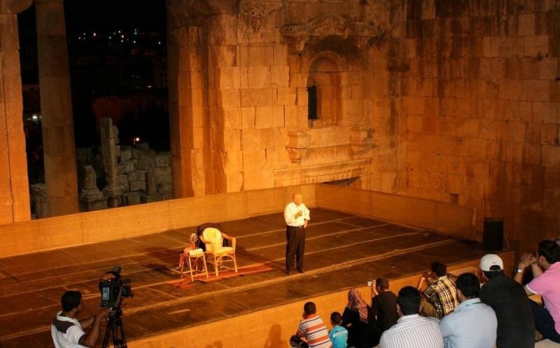 Sawalha: Komedi Melawan Kekerasan di Timur Tengah