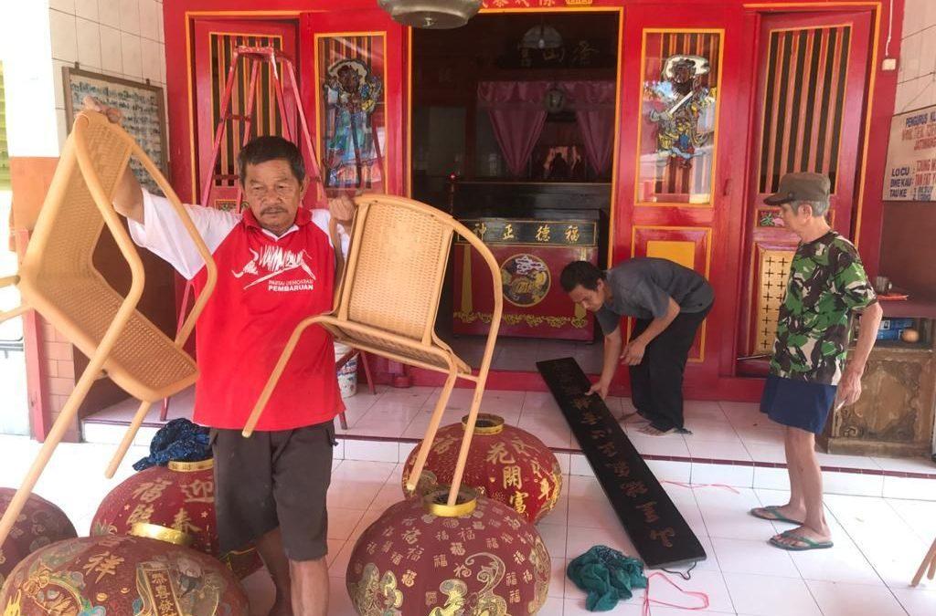 Ketika Umat Lintas Agama Saling Gotong Royong Jelang Imlek 2020
