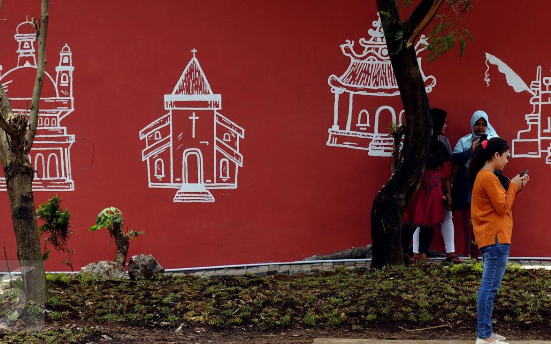 Potret Toleransi: Tiga Tempat Ibadah Berdiri Berdampingan di Karanganyar