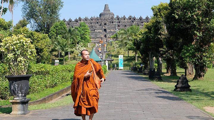 Candi Borobudur: Candi Umat Buddha di Lembah Kedu