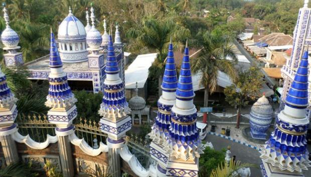 Wisata Religi Masjid Tiban Turen: Paduan Arsitektur Arab, Cina, India