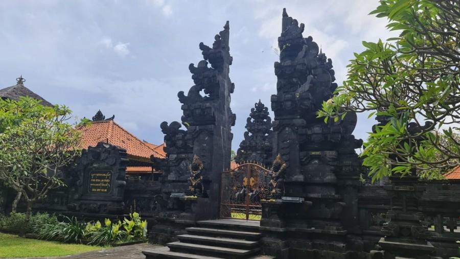 Mengenal Ngejot, Tradisi Berbagi Umat Muslim dan Hindu di Bali